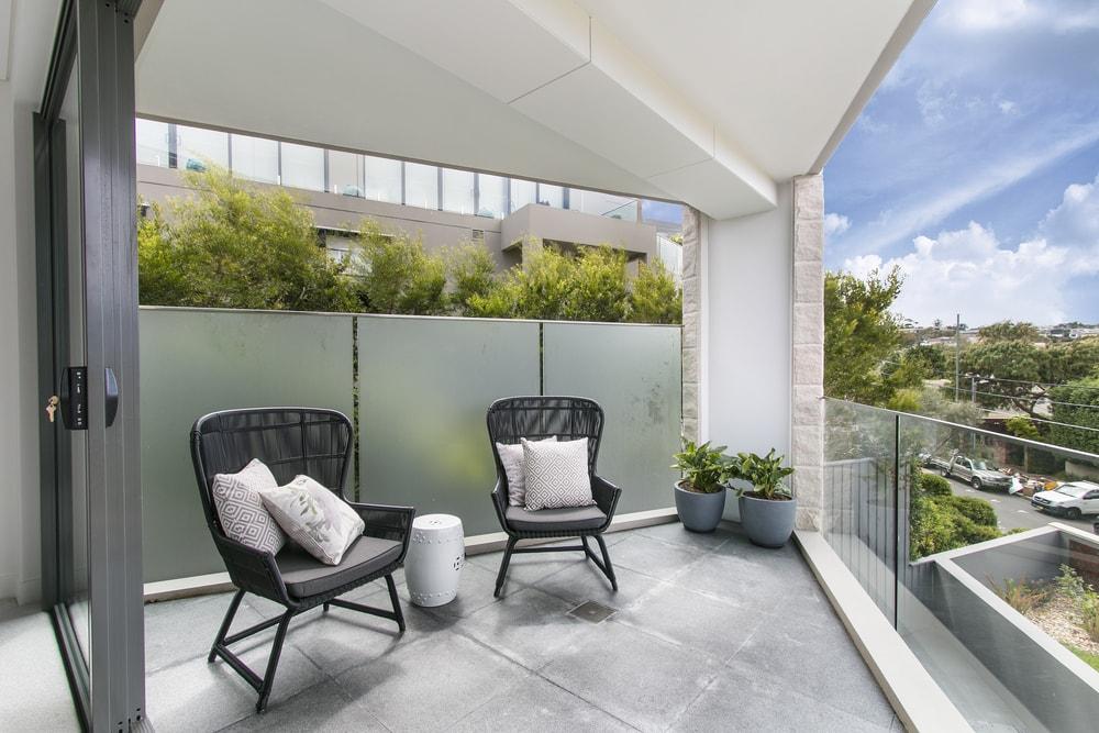 Cerramiento de una terraza: permisos y licencias necesarios